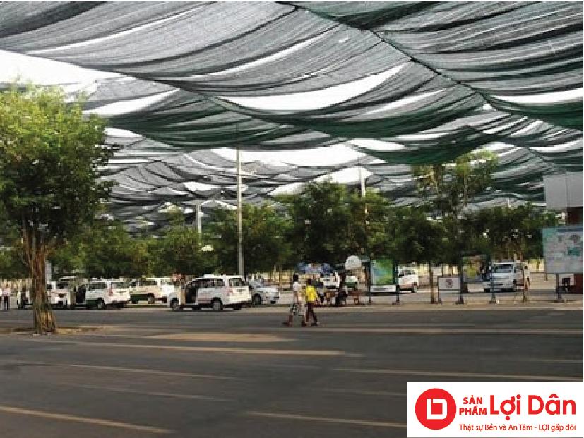Sử dụng lưới che nắng để làm mát bãi xe, sân trường học.