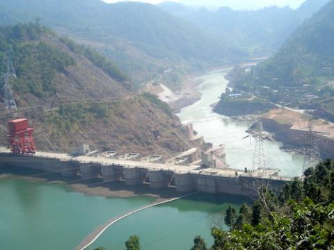những con đập thủy điện chắn dòng chảy của sông Mê kong