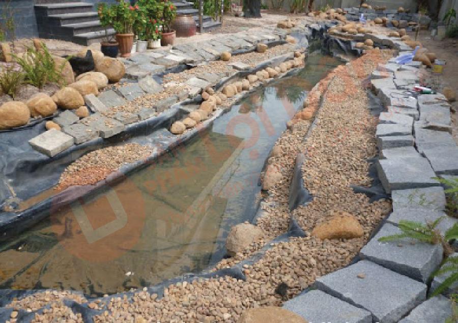 Bạt lót hồ nuôi tôm được sử dụng để làm hồ tiểu cảnh sân vườn.